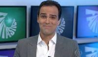 Globo convida Tadeu Schmidt para assumir BBB após saída de Tiago Leifert, diz site