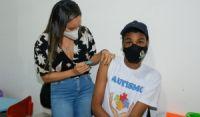 Candeias: vacinação de pessoas com síndrome de down e autismo teve início no Querer Bem