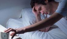 Dormir pouco pode causar testículos menores e problemas de memória, diz estudo britânico