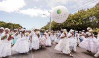Costa de Camaçari: Uma multidão participa da lavagem de Monte Gordo