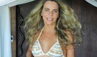 """De biquíni Bruna Lombardi arranca elogios aos 67 anos: """"Inspiração"""""""