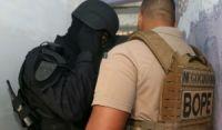 Homem invade casa durante perseguição policial e faz mulher refém na Bahia; vítima é liberada após negociação