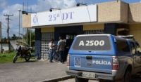 Mulher é presa suspeita de jogar filho recém-nascido em bueiro em Dias d'Ávila
