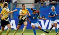 Marta e Cristiane marcam, mas Brasil leva virada da Austrália e perde em Montpellier