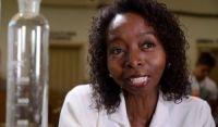 Diretor de filme quer ouvir biografada após acusação de diploma falso